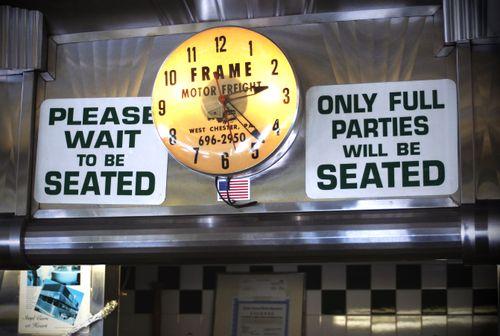 DK_Diner_interior_clock