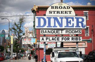 Brod_Street_Diner_sign